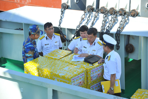 Vùng 2 Hải quân chuẩn bị quà đi chúc tết nhà giàn DK1 và Côn Đảo - Ảnh 6.