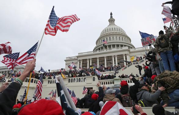 FBI cảnh báo có nhóm nổi dậy lớn nếu ông Trump bị phế truất - Ảnh 1.