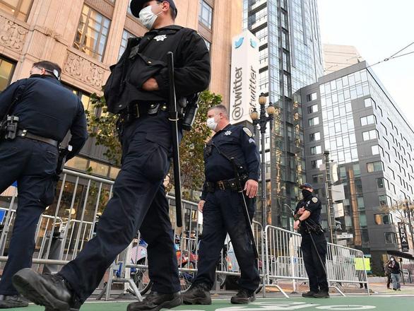 Cảnh sát bảo vệ trụ sở Twitter đối phó với khả năng biểu tình - Ảnh 1.