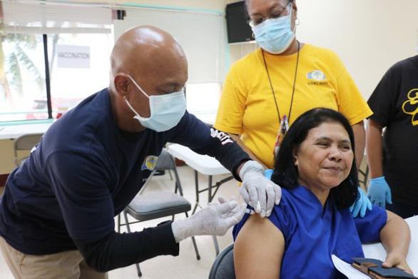 Tiêm vắc xin ngừa COVID-19: khi nào mới đạt tới miễn dịch cộng đồng? - Ảnh 1.