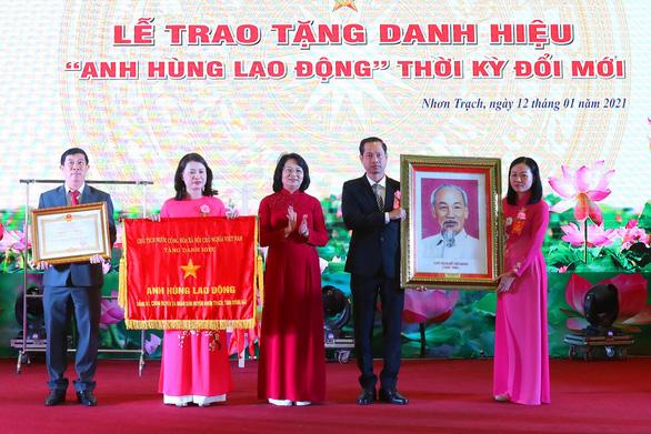Huyện Nhơn Trạch nhận danh hiệu Anh hùng lao động - Ảnh 1.