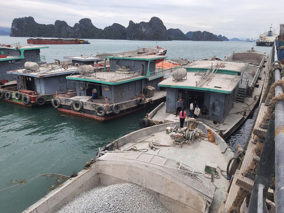 Cả triệu tấn đá vôi tắc ở cửa khẩu Quảng Ninh - Ảnh 1.
