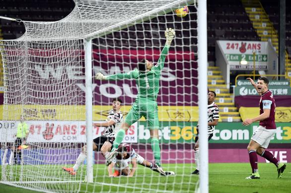 Pogba tỏa sáng, Man Utd hạ Burnley chiếm ngôi đầu bảng - Ảnh 1.