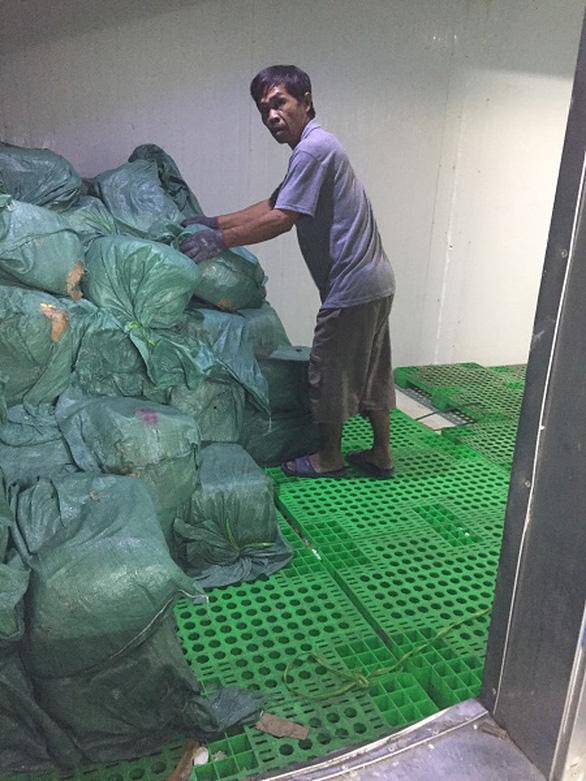 Tiêu hủy gần 5,6 tấn lá lách bò, trứng non..., phạt chủ hàng 90 triệu đồng - Ảnh 1.