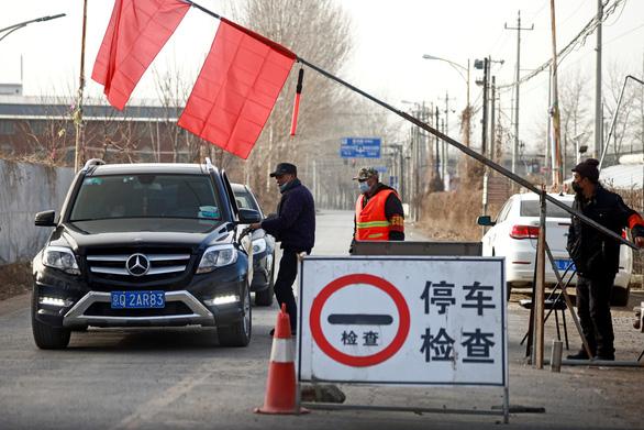 3 thành phố với 22 triệu dân bị phong tỏa, Trung Quốc có ca nhiễm cao nhất 5 tháng - Ảnh 1.