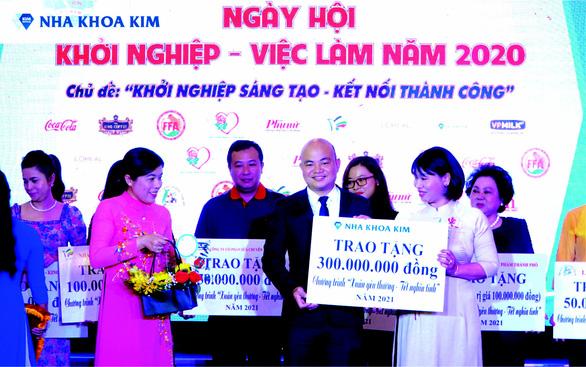Nha khoa Kim chung tay vì cộng đồng vượt khó năm 2020 - Ảnh 1.