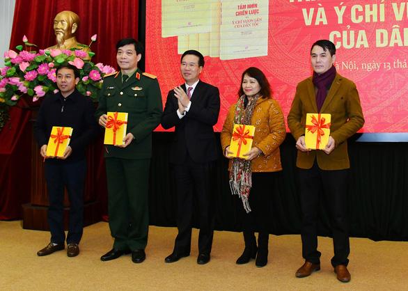 Ra mắt sách những bài viết của Tổng bí thư, Chủ tịch nước Nguyễn Phú Trọng về Đại hội Đảng XIII - Ảnh 1.
