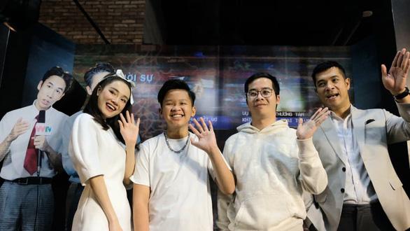 Nhã Phương khóc khi họp báo giới thiệu phim Song song - Ảnh 5.