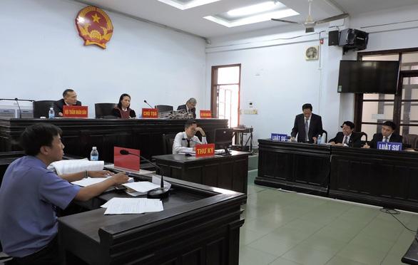 Cựu giám đốc Sở Ngoại vụ kêu chứng cứ kết tội bị cáo không được giám định - Ảnh 2.