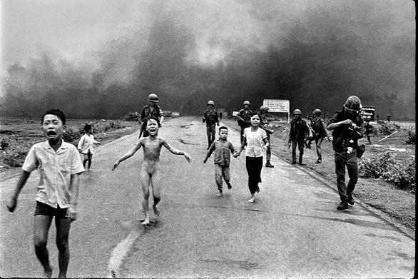 Nhiếp ảnh gia gốc Việt Nick Út được ông Trump trao Huân chương nghệ thuật - Ảnh 2.