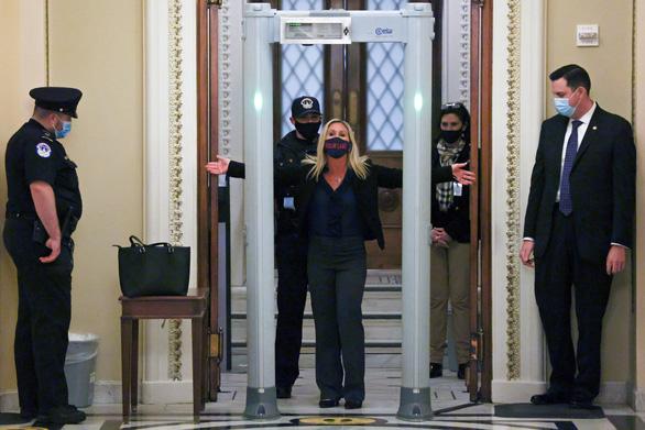 نماینده کنگره جمهوری خواه تهدید کرد که اسلحه به پارلمان می آورد ، اسکنر فوراً نصب شد - عکس 1.