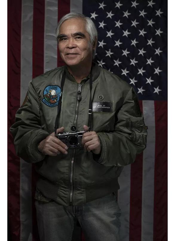 Nhiếp ảnh gia Nick Ut tiết lộ hậu trường chuyện ông Trump tặng huân chương - Ảnh 2.