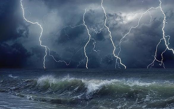 Biển Khánh Hòa đến Cà Mau buổi sáng gió giật, sóng lớn, chiều gió giảm dần - Ảnh 1.