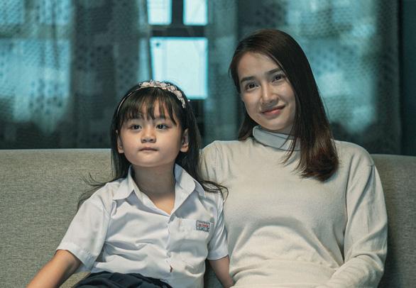 Nhã Phương khóc khi họp báo giới thiệu phim Song song - Ảnh 4.