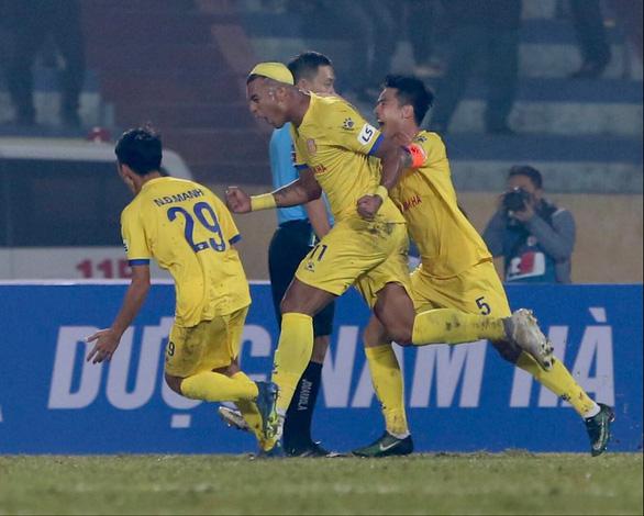 CLB Hà Nội thua đậm Nam Định ở trận khai mạc V-League 2021 - Ảnh 1.