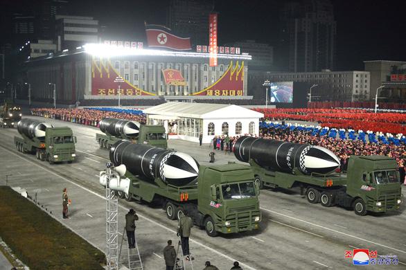 Triều Tiên công bố tên lửa phóng từ tàu ngầm mạnh nhất thế giới - Ảnh 1.