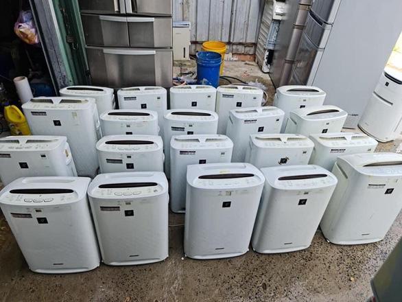 Phát hiện kho chứa hàng điện lạnh cũ không chứng từ ở TP.HCM - Ảnh 1.