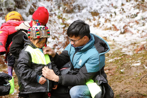 Người trẻ lên Y Tý: Ấm lòng giữa nơi tuyết phủ trắng xóa - Ảnh 3.