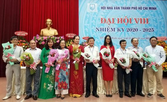 Hội Nhà văn TP.HCM lần đầu có nữ chủ tịch, nhà thơ Phạm Sỹ Sáu rút khỏi ban chấp hành