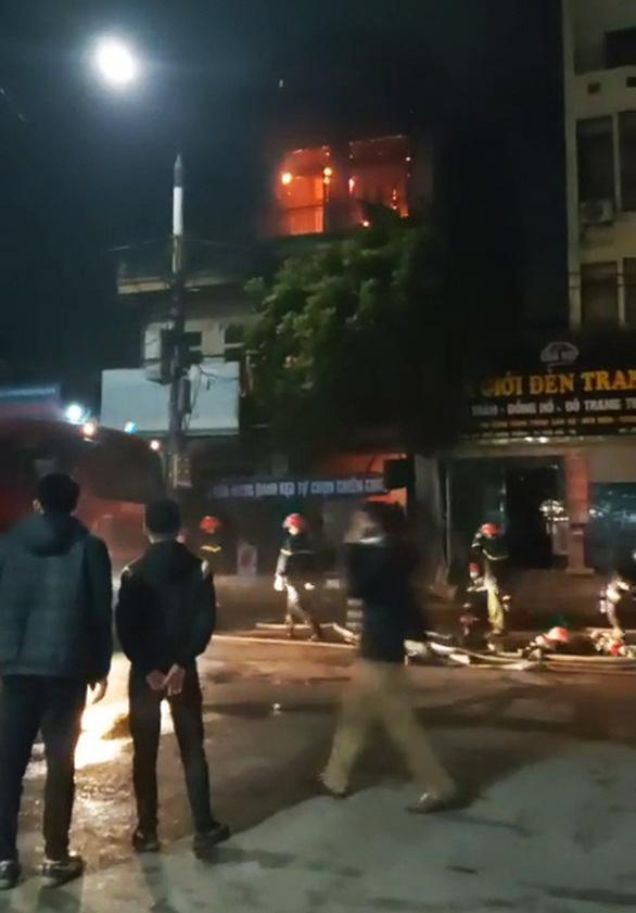 Nữ sinh lớp 9 tử vong trong cửa hàng tạp hóa cháy lúc rạng sáng - Ảnh 1.