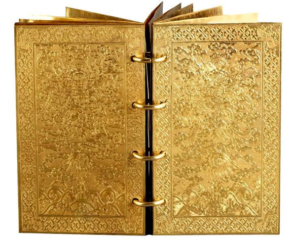 Phía sau những kỳ thư đặc biệt - Kỳ 5: Cuốn sách bằng vàng ròng của triều Nguyễn - Ảnh 3.
