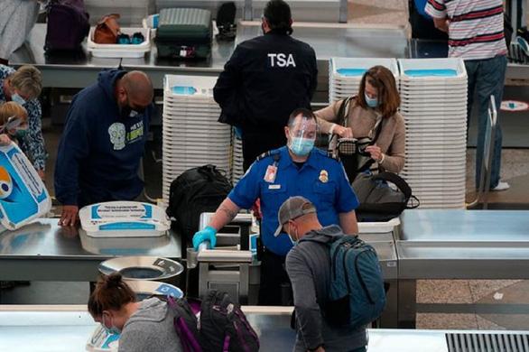 به دنبال اعتراضات مسلحانه در مراسم افتتاحیه ، شرکت های هواپیمایی ایالات متحده حمل سلاح در واشنگتن را ممنوع کردند - عکس 1.