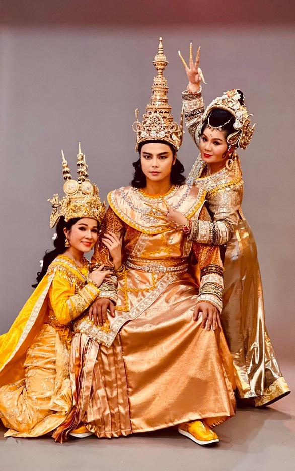 Võ Minh Lâm đóng cặp cùng ba cô đào trong Nàng Xê Đa - Ảnh 1.