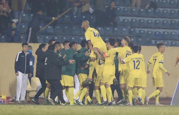 CLB Nam Định - Hà Nội 3-0: Cái kết đẹp cho ngày khai cuộc - Ảnh 1.