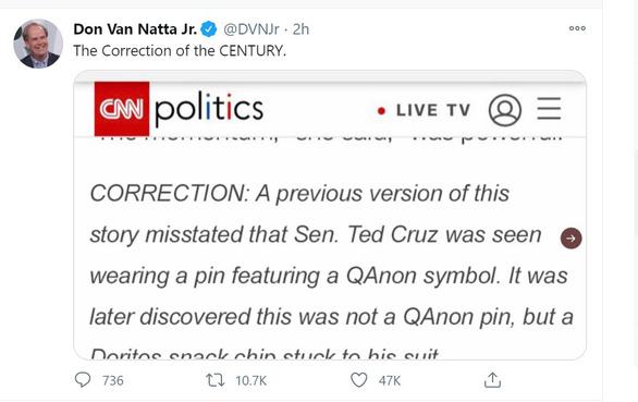 CNN اشتباه یک تکه صبحانه را با آرم QAnon روی پیراهن آقای تد کروز اصلاح می کند - عکس 1.