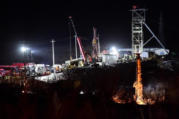 Dấu hiệu sự sống 22 thợ mỏ trong vụ sập hầm tại Trung Quốc - Ảnh 1.