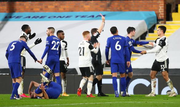 Mount tỏa sáng, Chelsea thắng chật vật 10 người Fulham - Ảnh 1.