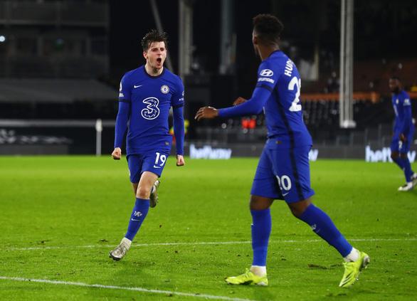 Mount tỏa sáng, Chelsea thắng chật vật 10 người Fulham - Ảnh 2.