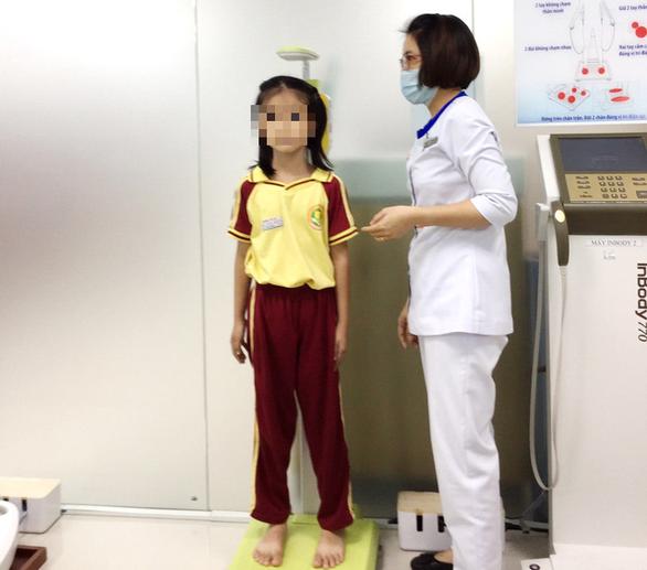 Cứ 4 trẻ Việt dưới 5 tuổi lại có 1 bé suy dinh dưỡng thấp còi - Ảnh 1.