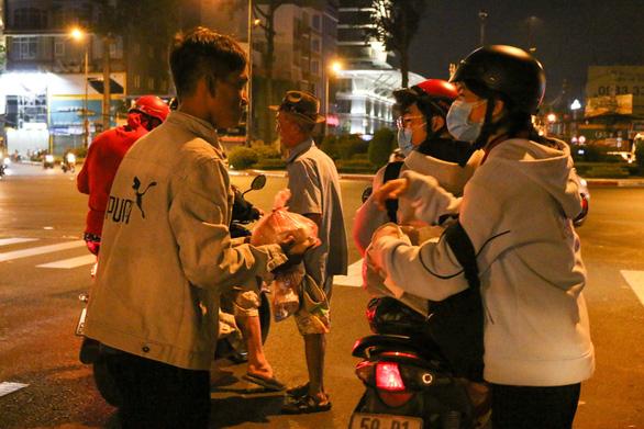 Những sinh viên đi trong đêm lạnh - Ảnh 3.
