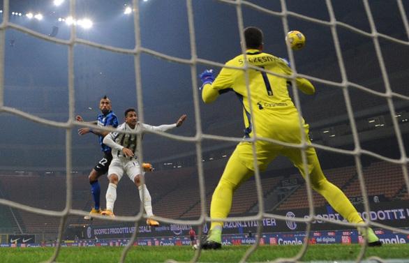 Ronaldo bị từ chối bàn thắng, Juve gục ngã trước Inter Milan - Ảnh 2.