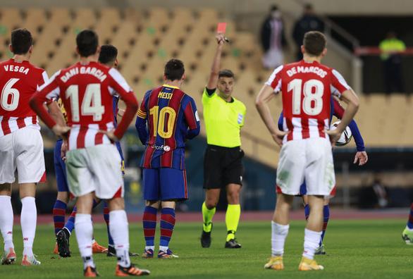 Messi có thể bị treo giò tới 4 trận vì lãnh thẻ đỏ - Ảnh 1.