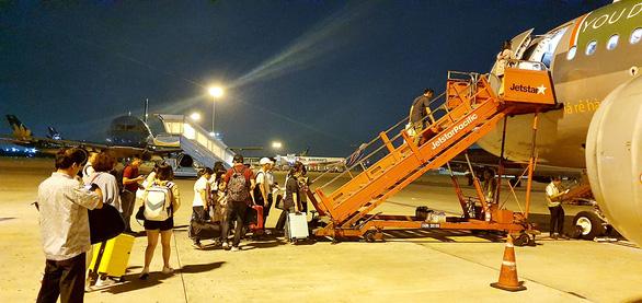 Hàng không bay xuyên đêm dịp tết - Ảnh 2.