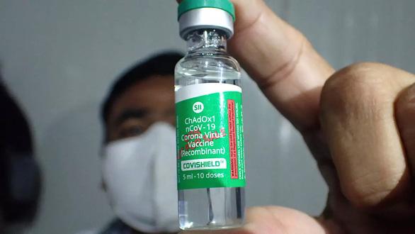 کشورهای پیشرفته واکسن ضد COVID-19 و نوع جدید آن را خریداری می کنند - عکس 2.