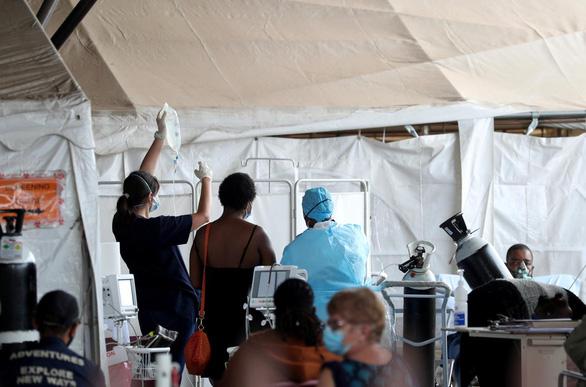 کشورهای پیشرفته واکسن ضد COVID-19 و نسخه جدید را خریداری می کنند - عکس 3.