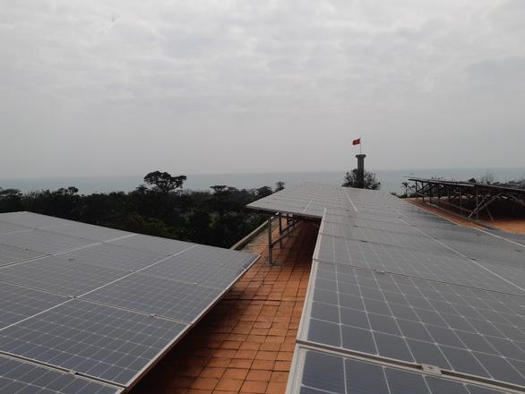 Quảng Trị phủ điện mặt trời cho đảo Cồn Cỏ - Ảnh 1.