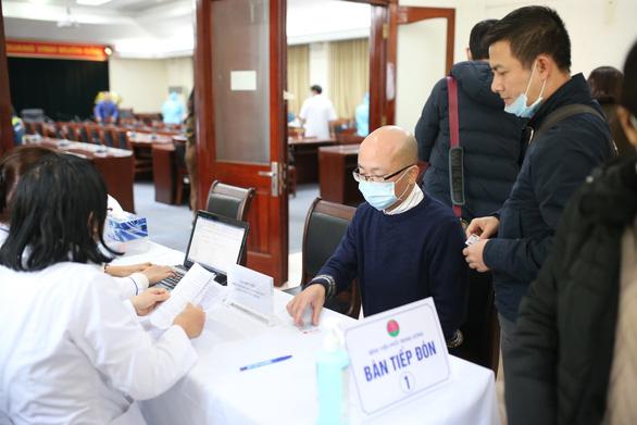 Xét nghiệm COVID-19 cho gần 500 phóng viên tác nghiệp tại Đại hội Đảng - Ảnh 2.
