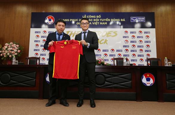 Áo đấu mới của đội tuyển quốc gia Việt Nam năm 2021 có gì lạ? - Ảnh 1.