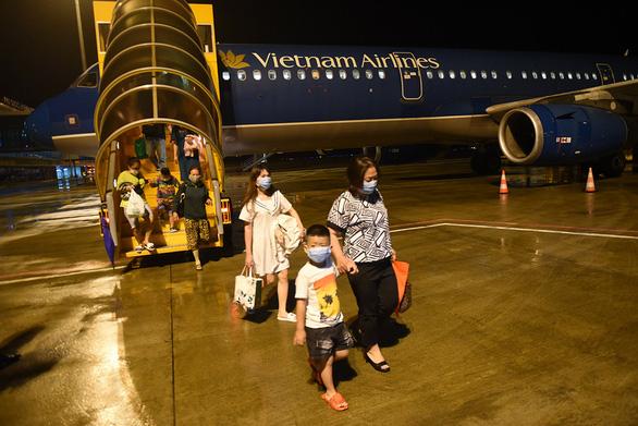 Hàng không bay xuyên đêm dịp tết - Ảnh 1.