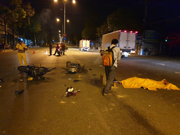 Camera hành trình tố cáo thanh niên vượt đèn đỏ tông chết 2 người - Ảnh 2.