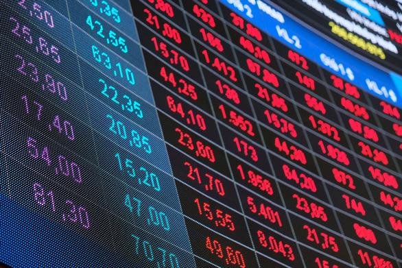 Chứng khoán giảm kỷ lục, nhà đầu tư hoảng loạn bán tháo - Ảnh 1.