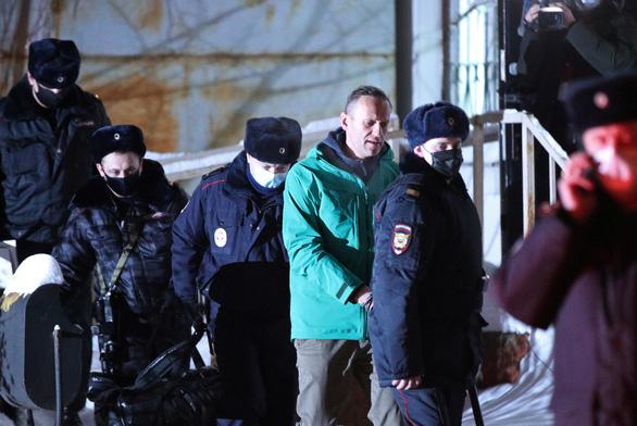 Chính trị gia đối lập Navalny kêu gọi biểu tình sau khi Nga bắt giam - Ảnh 1.
