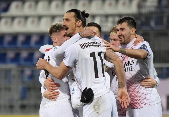 Điểm tin thể thao sáng 19-1: Ibrahimovic lập cú đúp, Trippier tiếp tục bị cấm thi đấu 10 tuần - Ảnh 1.