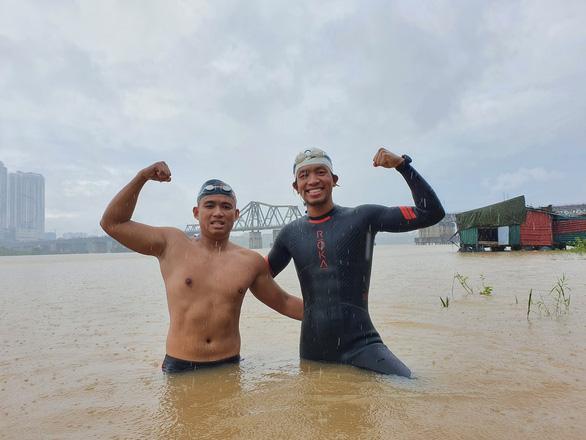 Bơi 200km từ Hà Nội đến cửa biển Thái Bình - Ảnh 2.