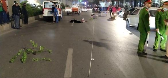 Tạm giữ nam thanh niên lái xe máy tông 3 người đi bộ, 2 người chết - Ảnh 1.