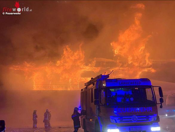 Cháy bảo tàng ở Áo, hơn 230 chiếc xe máy cổ bị thiêu rụi - Ảnh 1.